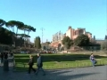 Tot timpul dai de turisti la Arcul lui Constantin si la Colosseum, in Roma! Sunt doua constructii impunatoare!
